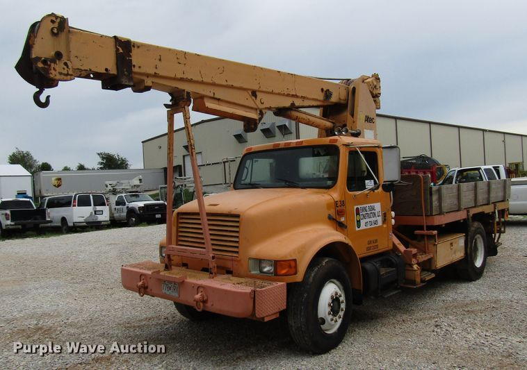 1990 International 4900 crane truck