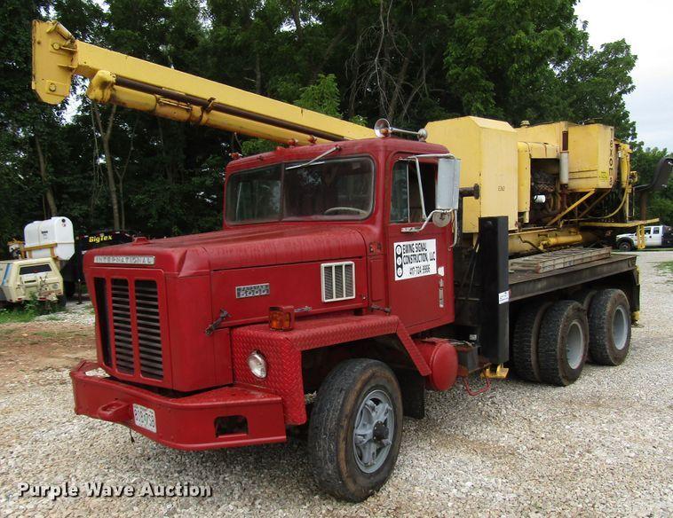 1973 International Paystar 5000 pressure digger truck
