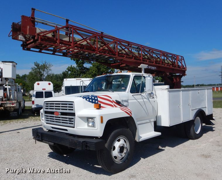 1993 Ford F700 utility bed truck with aerial ladder