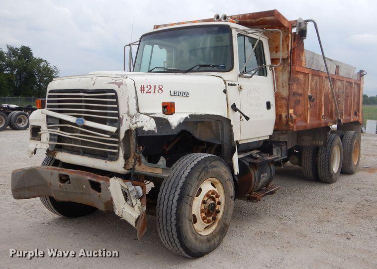 1996 Ford LT9000 dump truck