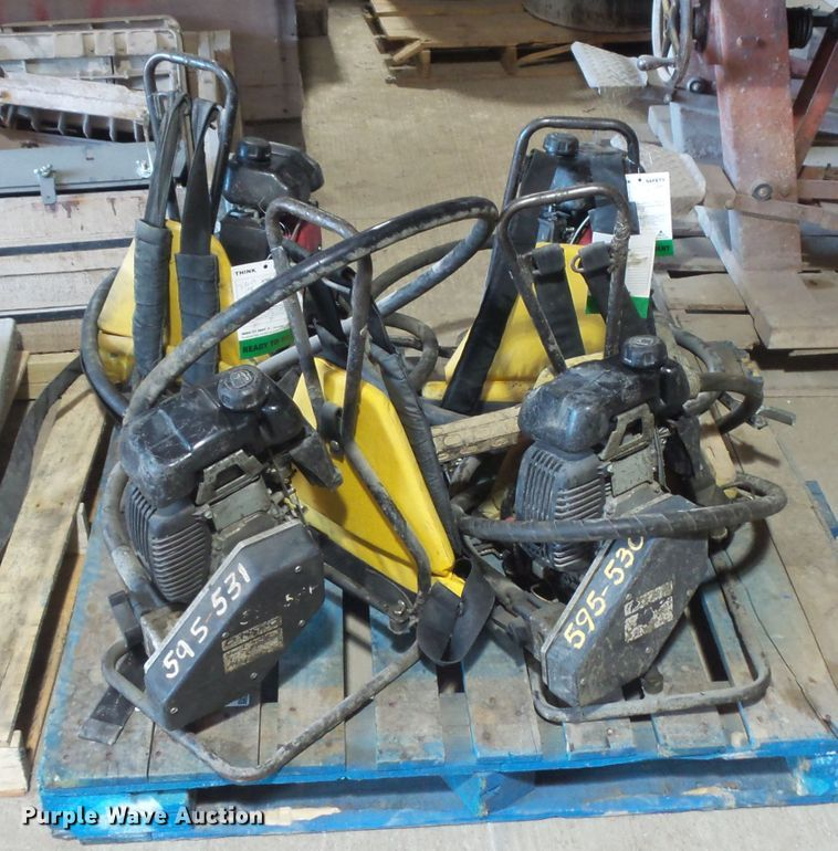 (4) Oztec concrete vibrators