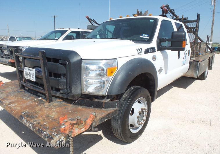 2016 Ford F550 Super Duty flatbed truck