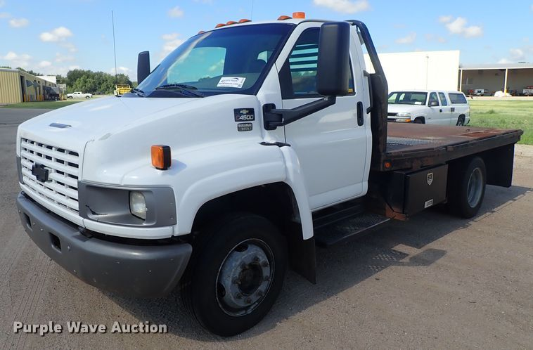 2004 GMC C4500 flatbed truck