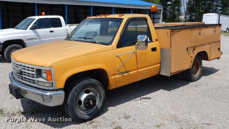 1991 Chevrolet C3500 utility bed pickup truck