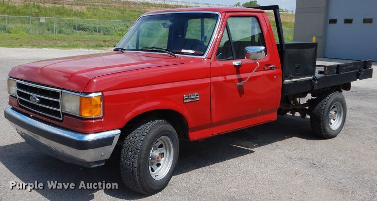 1989 Ford F150 flatbed pickup truck