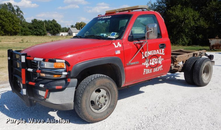 2002 GMC Sierra 3500 pickup truck cab and chassis