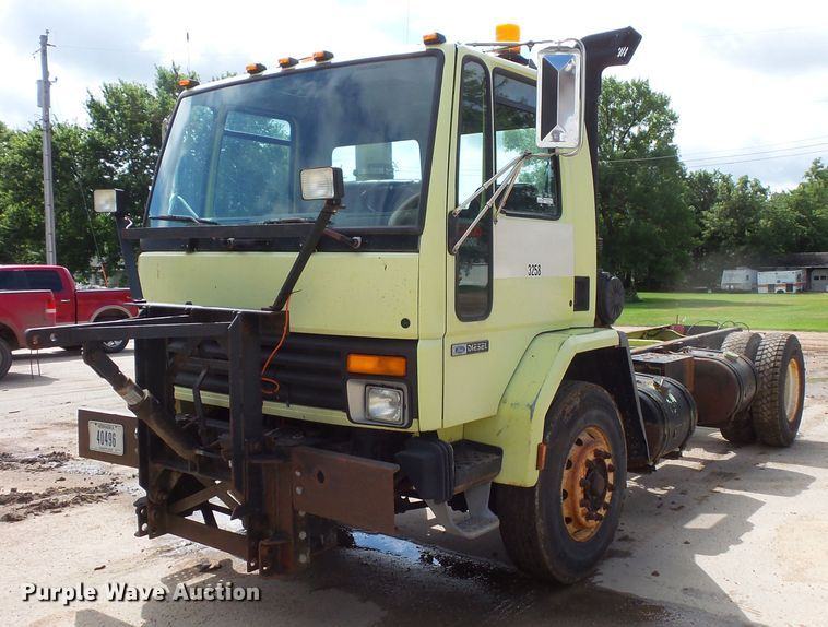 1992 Ford CF8000 truck cab and chassis