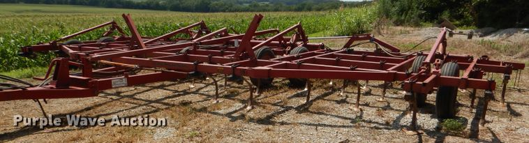 Case IH 4800 Vibrashank field cultivator