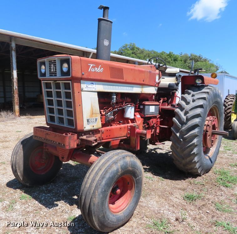 1974 International 1066 tractor