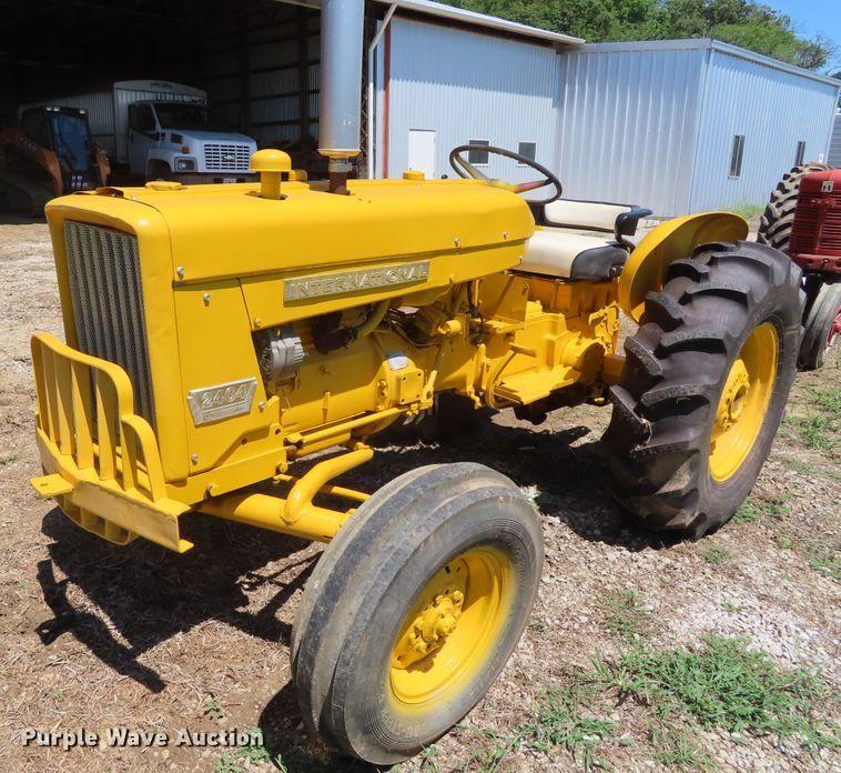 1967 International 2404 tractor