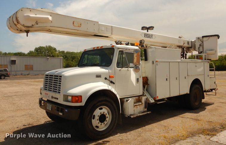 2001 International 4900 bucket truck