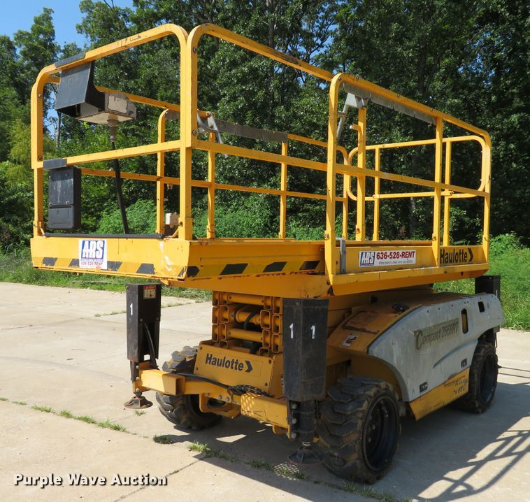 2006 Haulotte 2668RT scissor lift