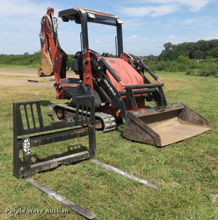 2006 Ditch Witch XT1600 tool carrier
