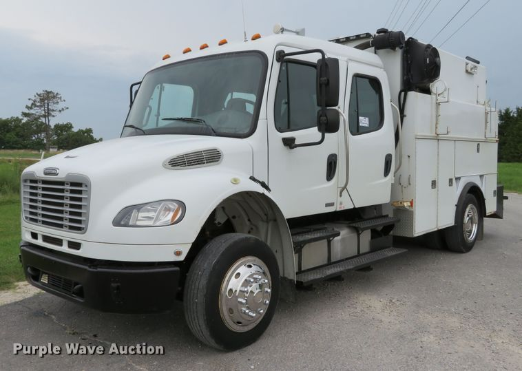 2010 Freightliner Business Class M2