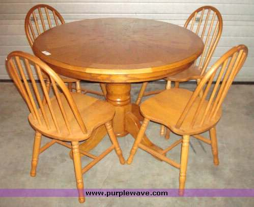 2004 image for item 2004 - Round Oak Dining Table