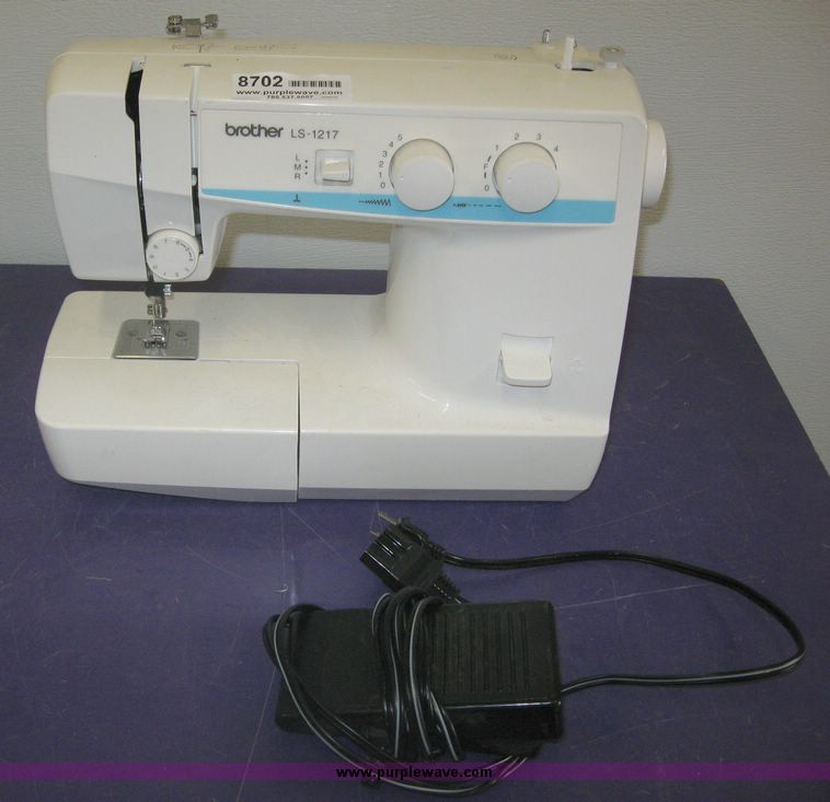 Item 40 SOLD August 40 Manhattan Auction Purple Wav Delectable Sewing Machine Brother Ls 1217