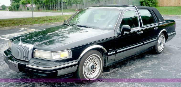1995 Lincoln Town Car Executive Item 3657 Sold Septembe