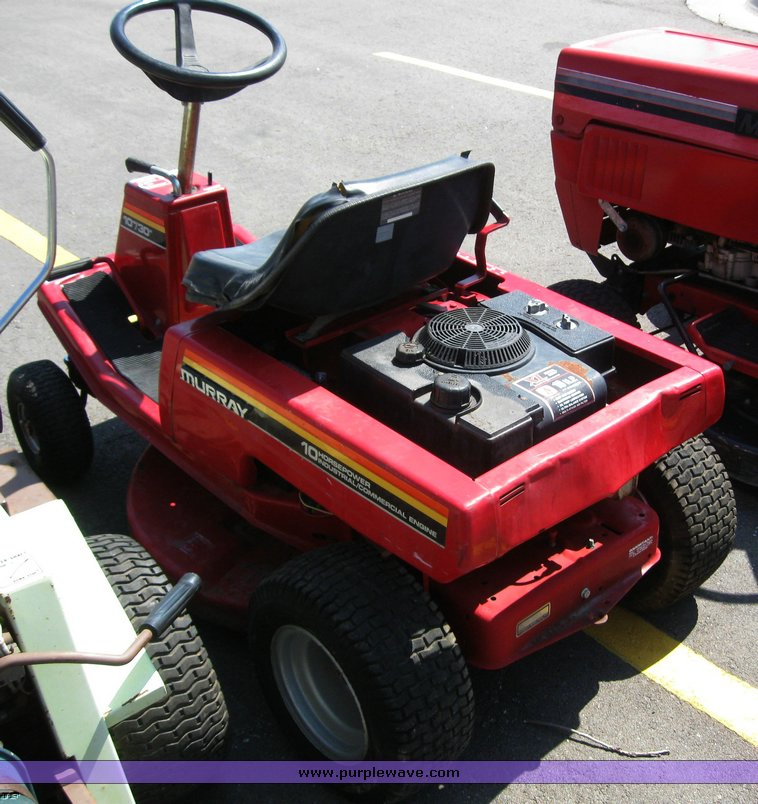 Murray riding lawn mower | Item 5809 | SOLD! September 2 Mid
