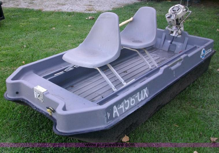 SUN Dolphin Sportsman two-man boat | Item 1501 | SOLD! Septe
