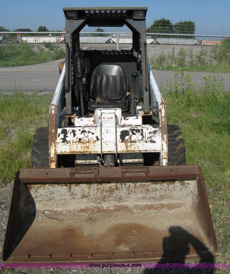 Bobcat 753 F-series skid steer with 5' bucket | Item 6897 |