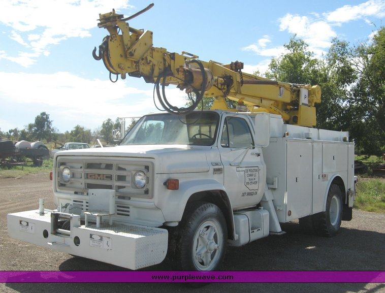 1979 gmc truck with utility bed and pitman polecat 1500 boom rh purplewave com Pitman Boom Cylinder in and Out Pitman Boom Cylinder in and Out