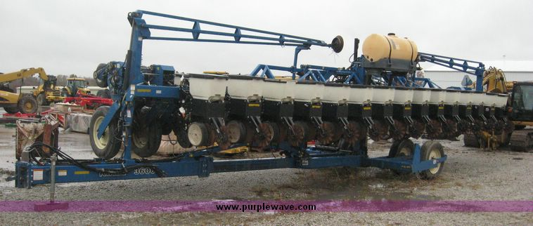 Kinze 3600 16 31 Planter Item 6398 Sold November 19 Ag