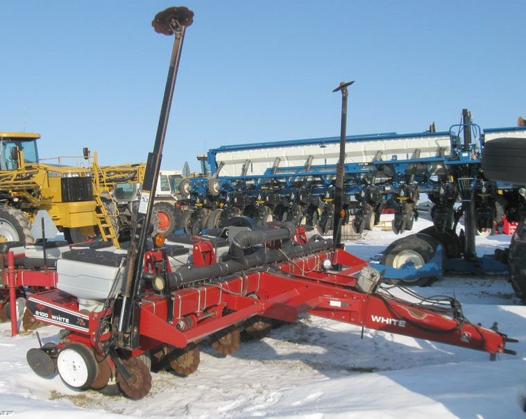 White 6100 Planter With 6900 Inner Row Attachment Item 533