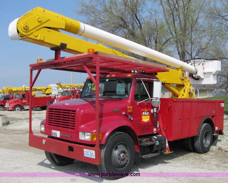 1999 International 4700 bucket truck   Item 3011   SOLD! Thu