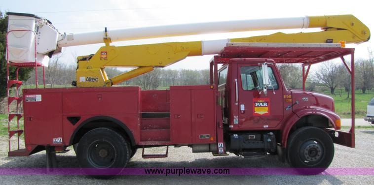 1999 International 4700 bucket truck | Item 3011 | SOLD! Thu