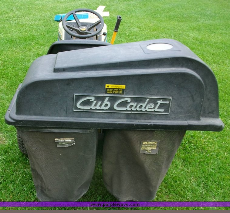 Cub Cadet 1330 lawn mower   Item 1251   SOLD! May 19 Midwest