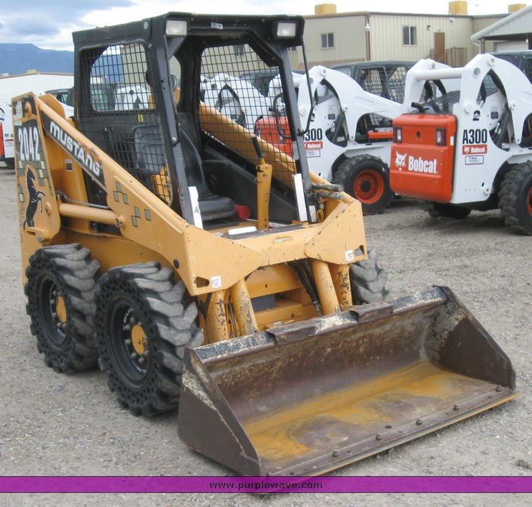 2001 Mustang 2042 skid steer | Item 6635 | SOLD! June 10 Bob
