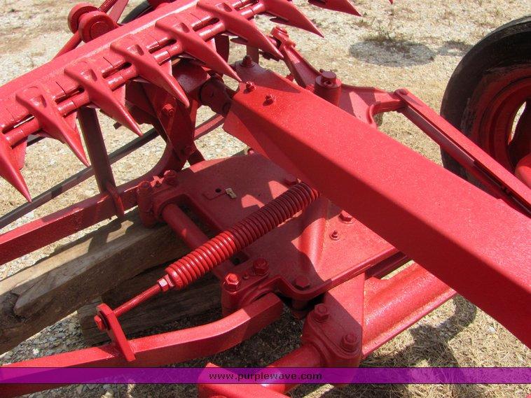 IH 100 7' sickle mower   Item 4593   SOLD! June 16 Midwest I