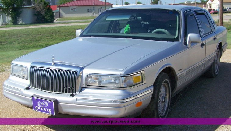 1997 Lincoln Town Car Signature Series Item 8112 Sold J