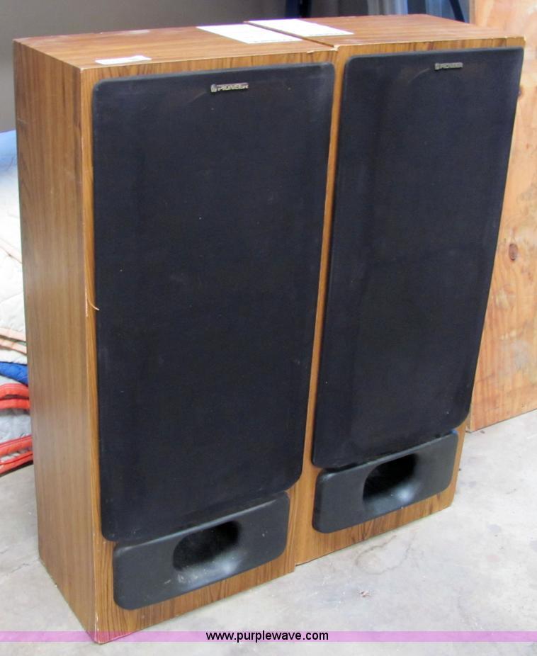 2 Pioneer Home Stereo Speakers Item 6710 Sold August