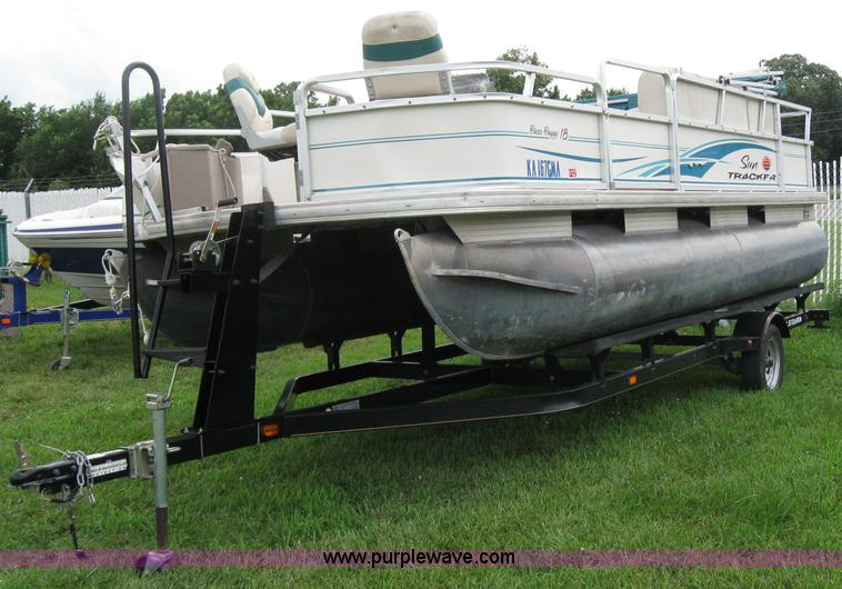 Sun Tracker 18 Bass Buggy Pontoon Boat With Trailer Item