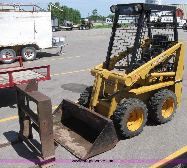 Mustang 310 skid steer | Item 2051 | SOLD! August 11 Midwest