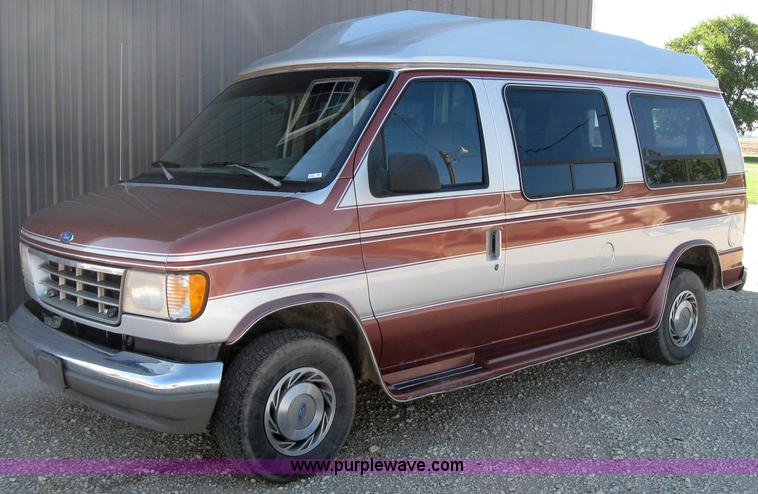 2530 Image For Item 1993 Ford Econoline E150 Van With Wheelchair Lift