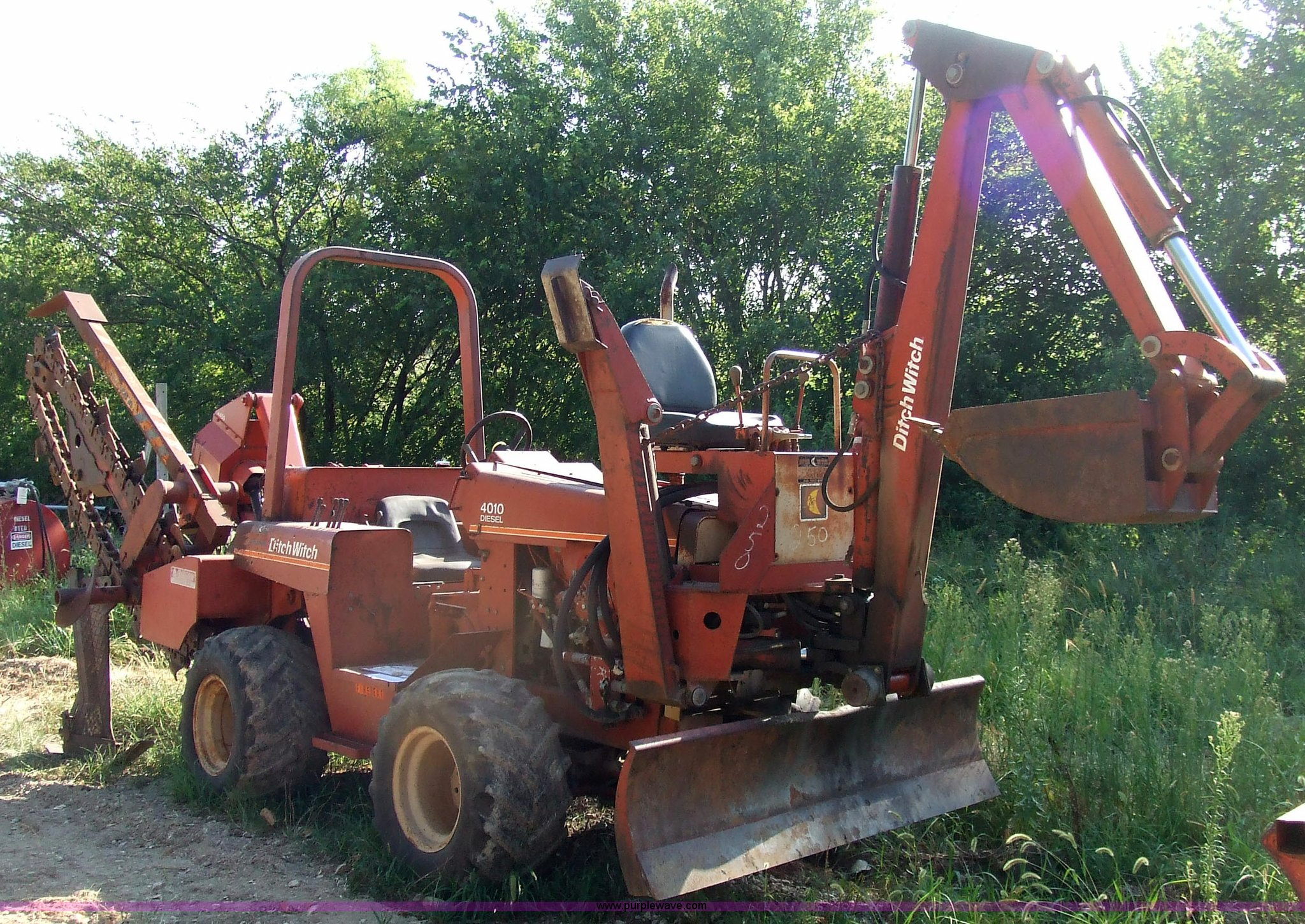 7123 image for item 7123 1983 Ditch Witch 4010 trencher with backhoe