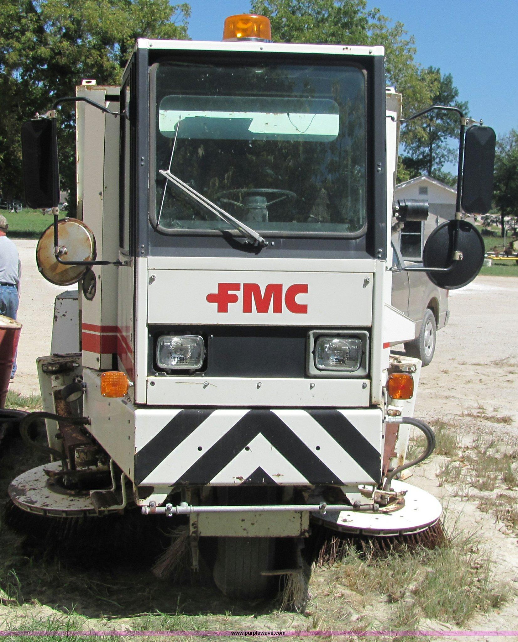 1988 fmc vanguard v3000 street sweeper item 6832 sold s rh purplewave com Tymco 500X Sweeper Tymco 500X Sweeper