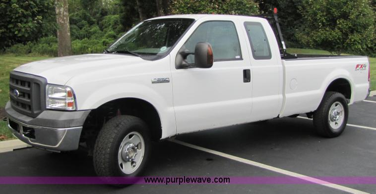 2005 Ford F250 Super Duty Extended Cab Pickup Truck