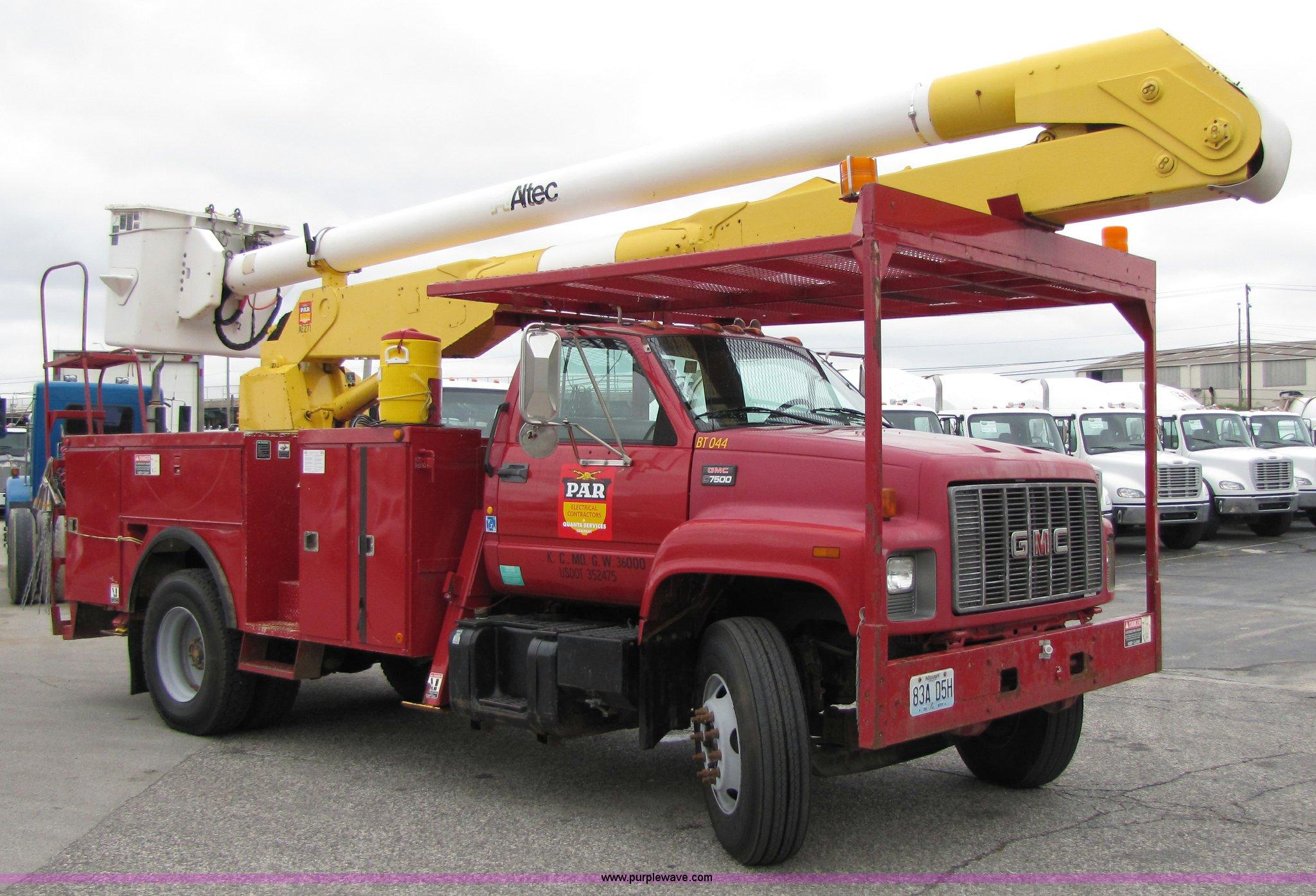 2000 GMC C7500 bucket truck | Item 5267 | SOLD! September 30