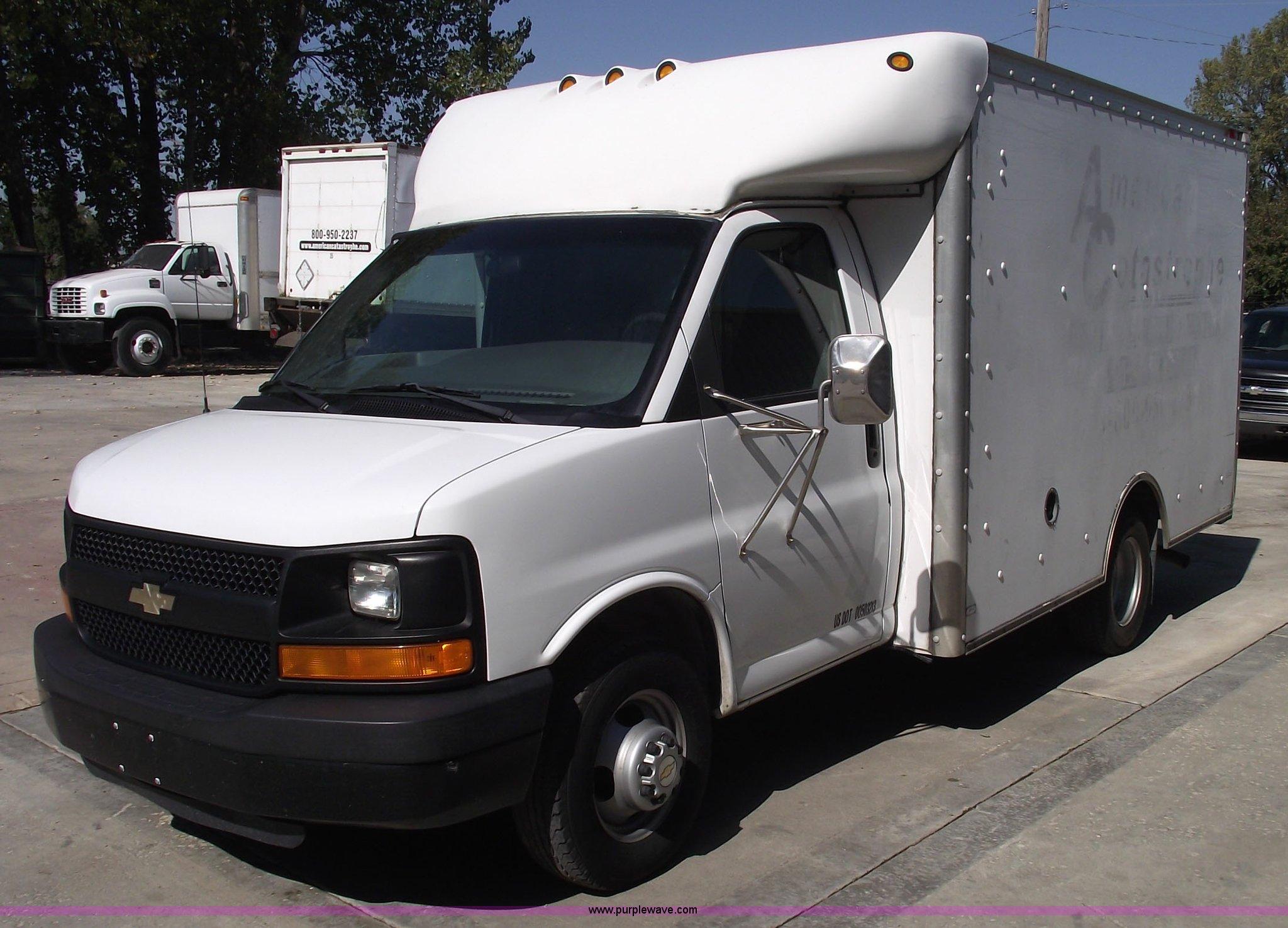 2c6a61568d 2003 Chevrolet Express G30 box van truck for sale in Kansas