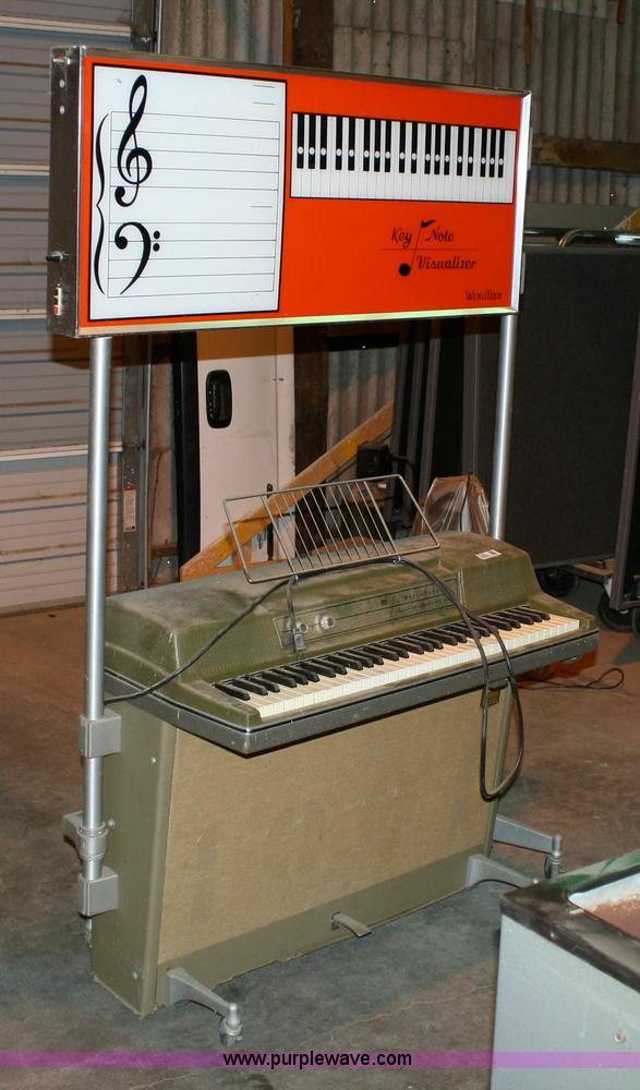 Wurlitzer classroom electric piano with keyboard visualizer