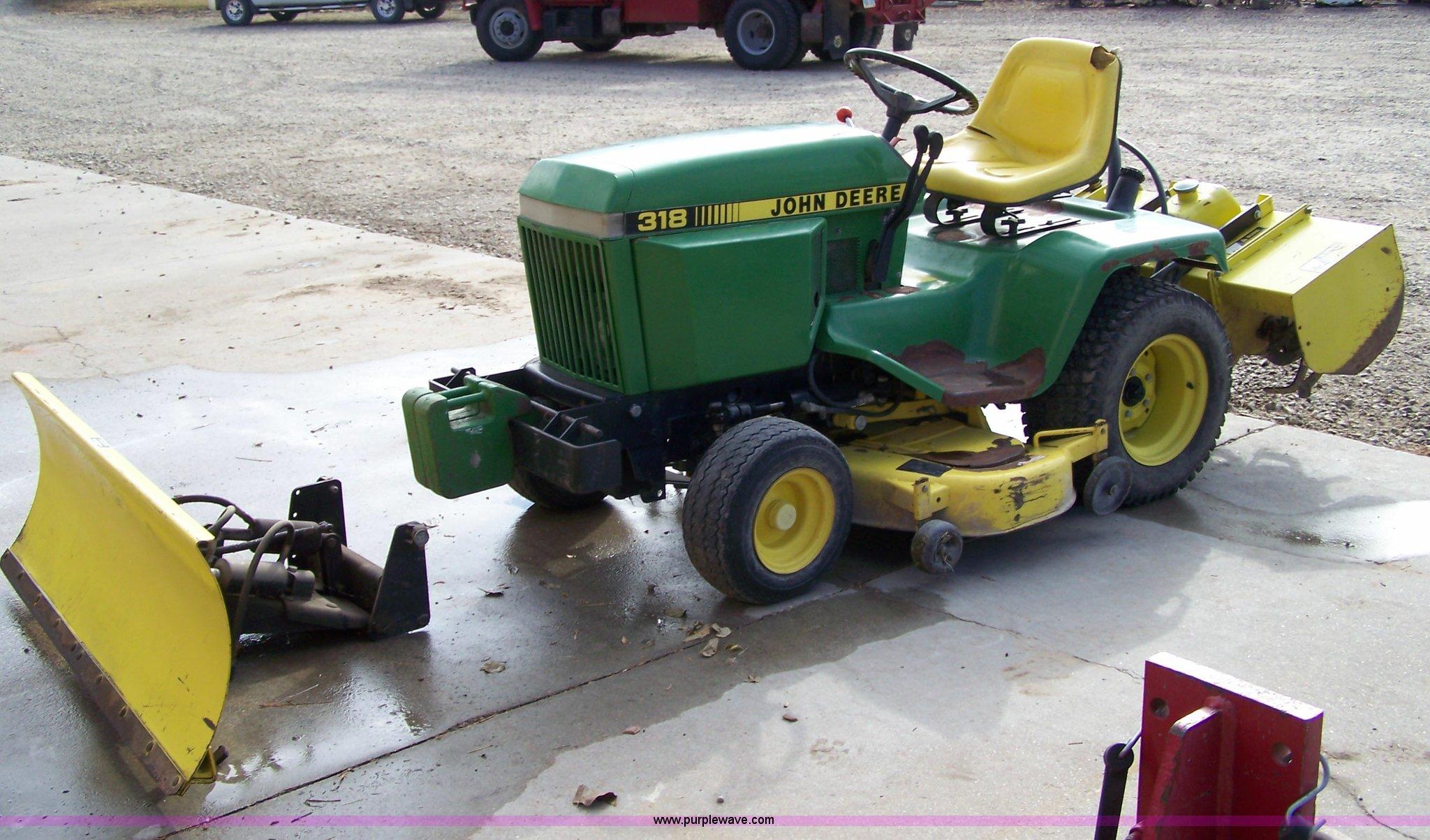 1988 John Deere 318 lawn tractor | Item 7296 | SOLD! Novembe