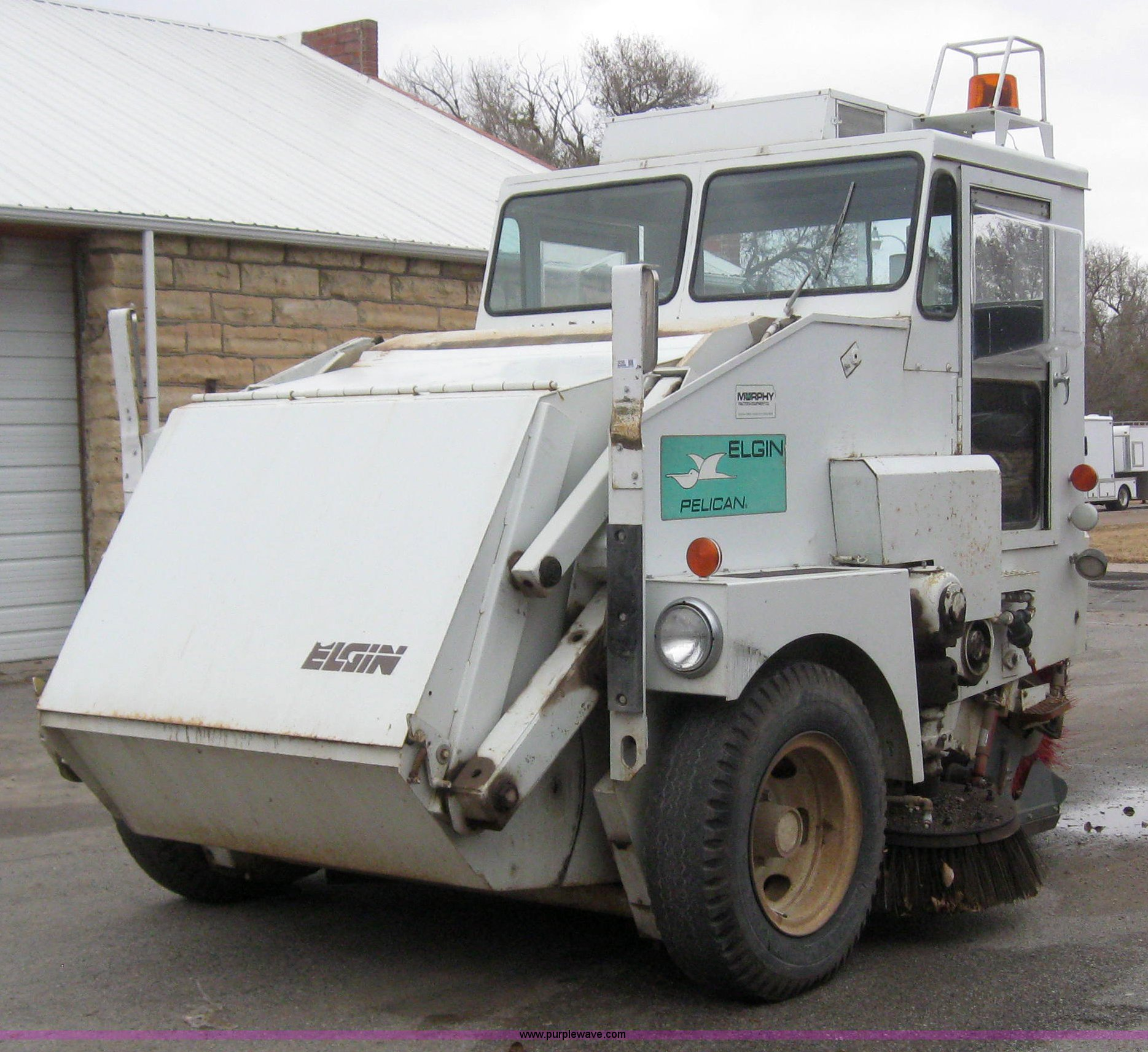 3050 image for item 3050 1990 Elgin Pelican R160 street sweeper
