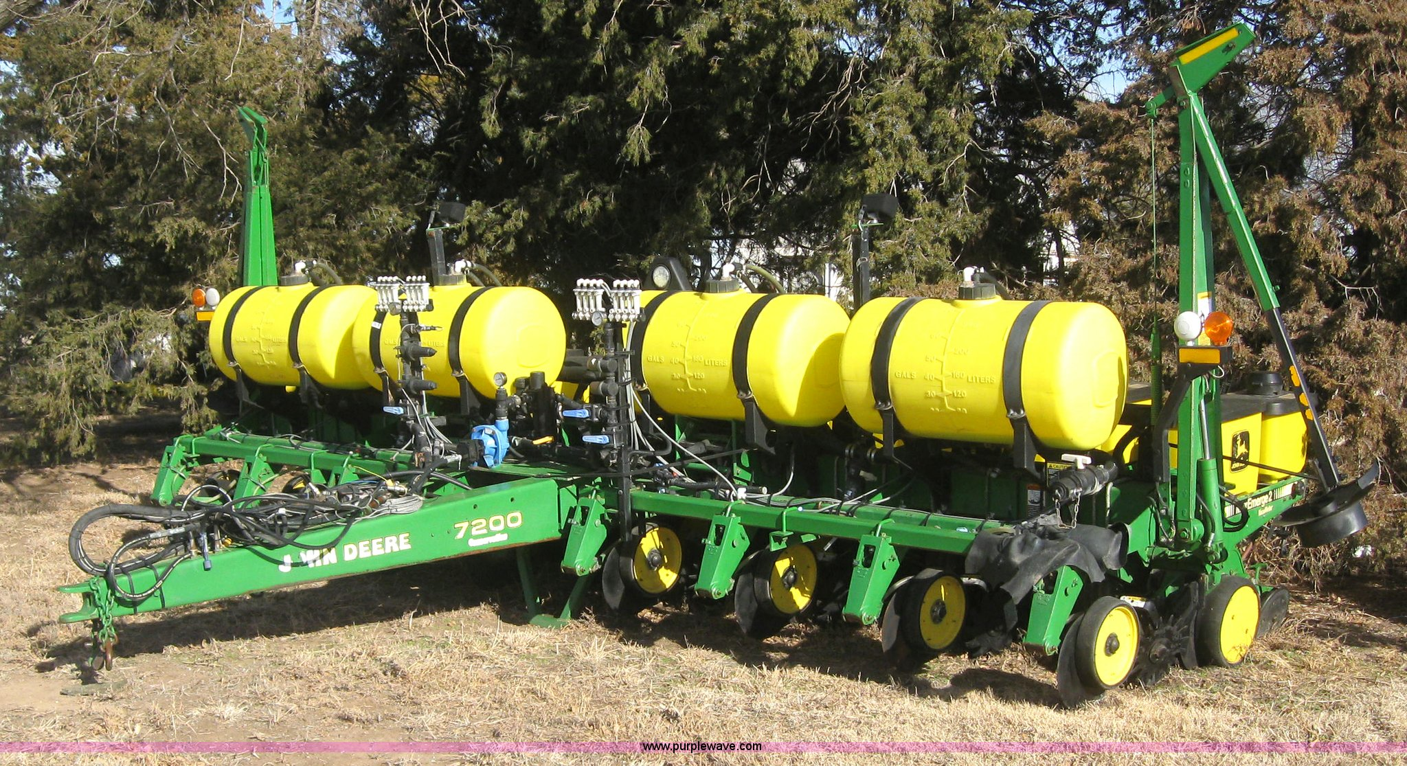 John Deere 7200 Conservation Planter Item 3040 Sold Dec
