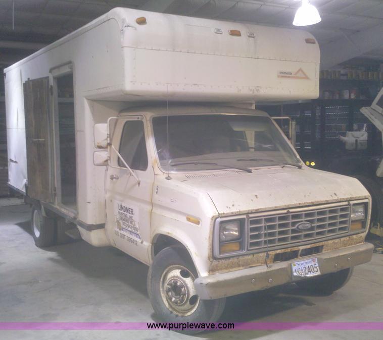 1985 Ford E350 Econoline Box Van