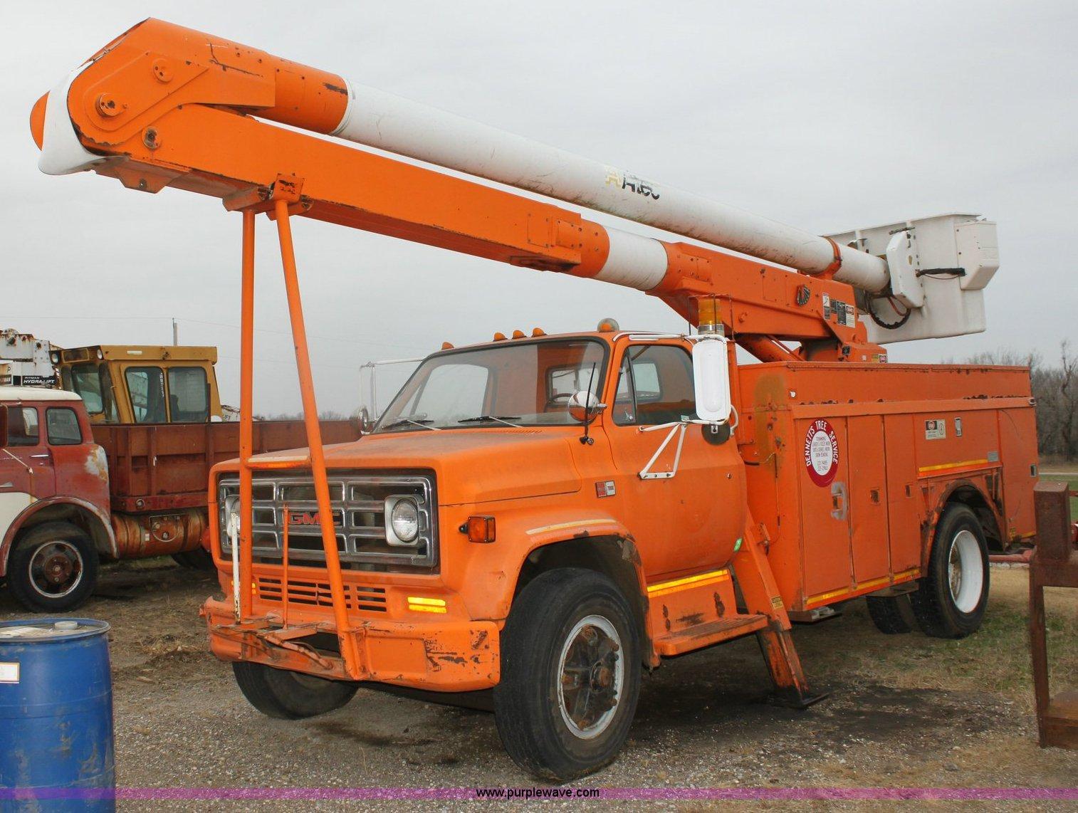 6793 image for item 6793 1986 GMC Topkick 7000 bucket truck