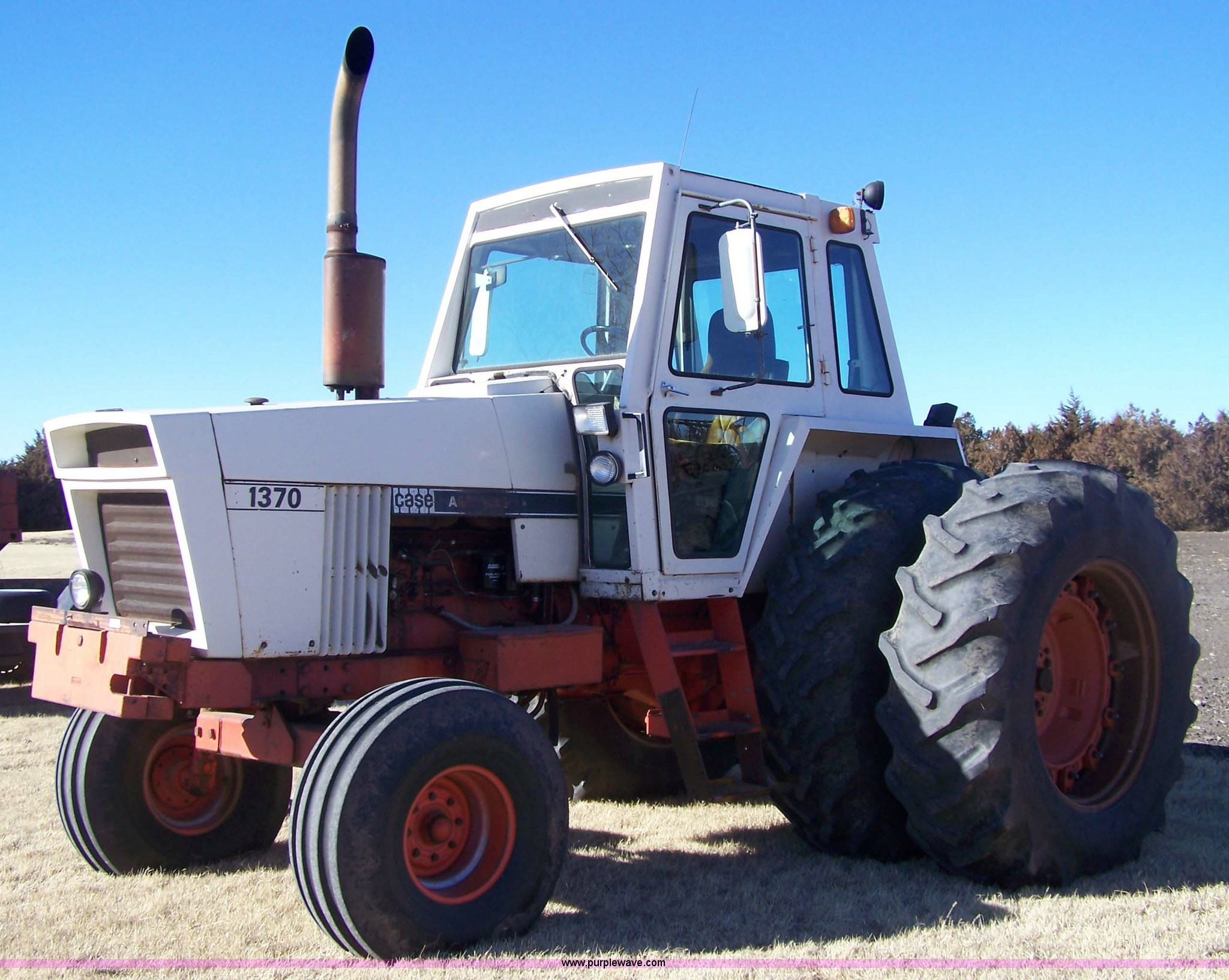 7407 image for item 7407 Case Agri King 1370 tractor