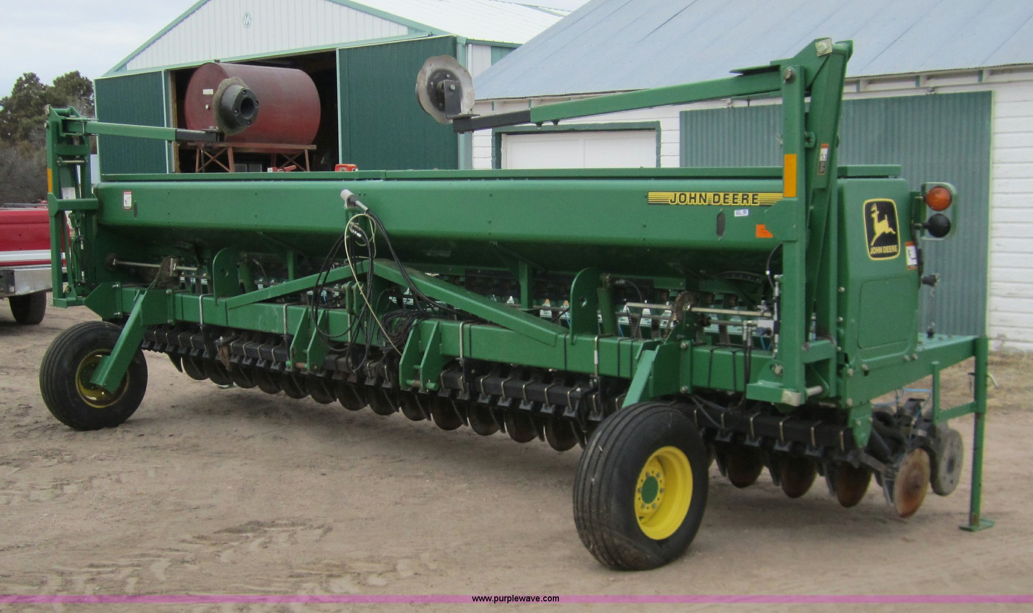 3357 image for item 3357 1998 John Deere 1520 double disk drill